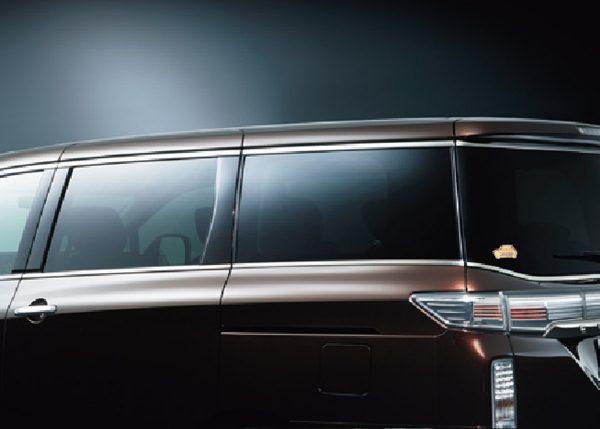スーパーUVカットグリーンガラス(フロントトップシェード付)、UVカット断熱グリーンガラス〈フロントドア&クオーターガラス〉、UVカット断熱プライバシーガラス〈スライドドア、リヤサイド、バックドア〉、UVカット断熱機能付プライバシーガラス(ツインサンルーフ)
