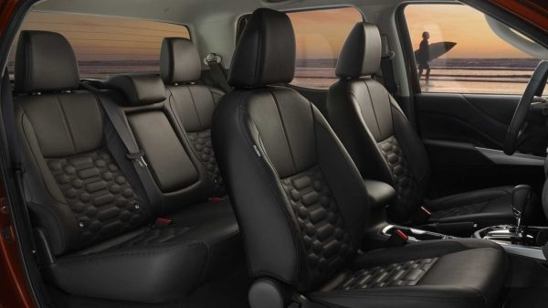 2021 Nissan Frontier front seats