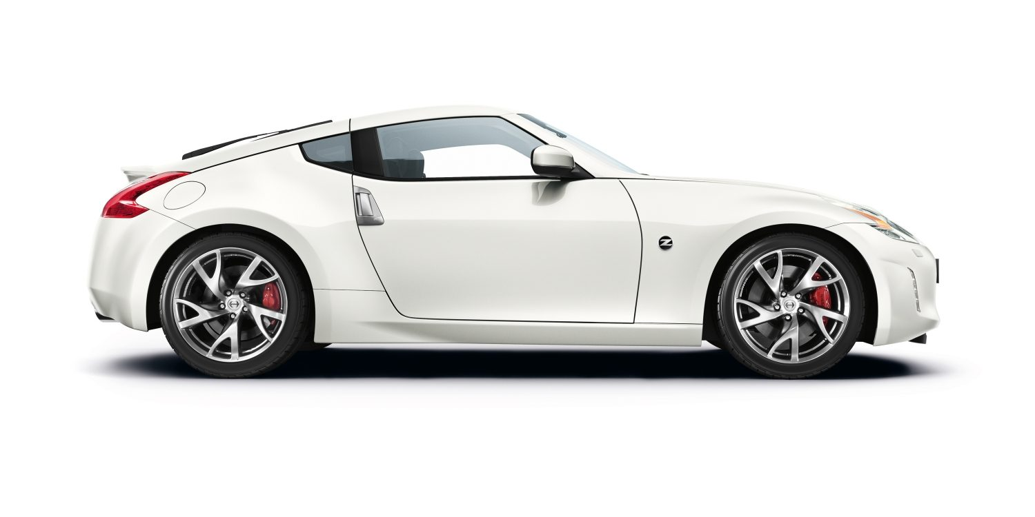 Nissan 370Z Pearl white - Front side view
