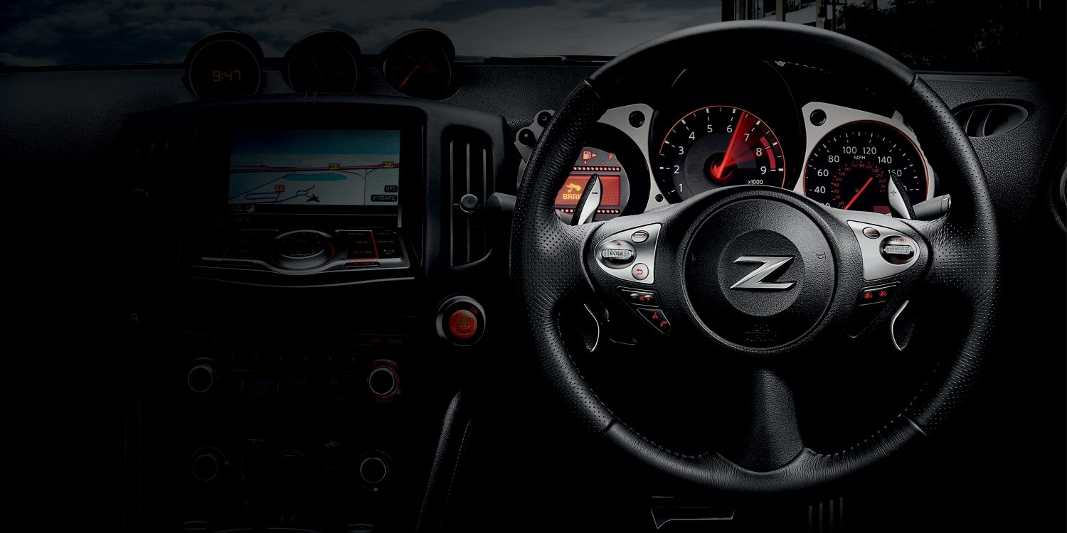 Nissan 370Z | Coupe | Sports car interior