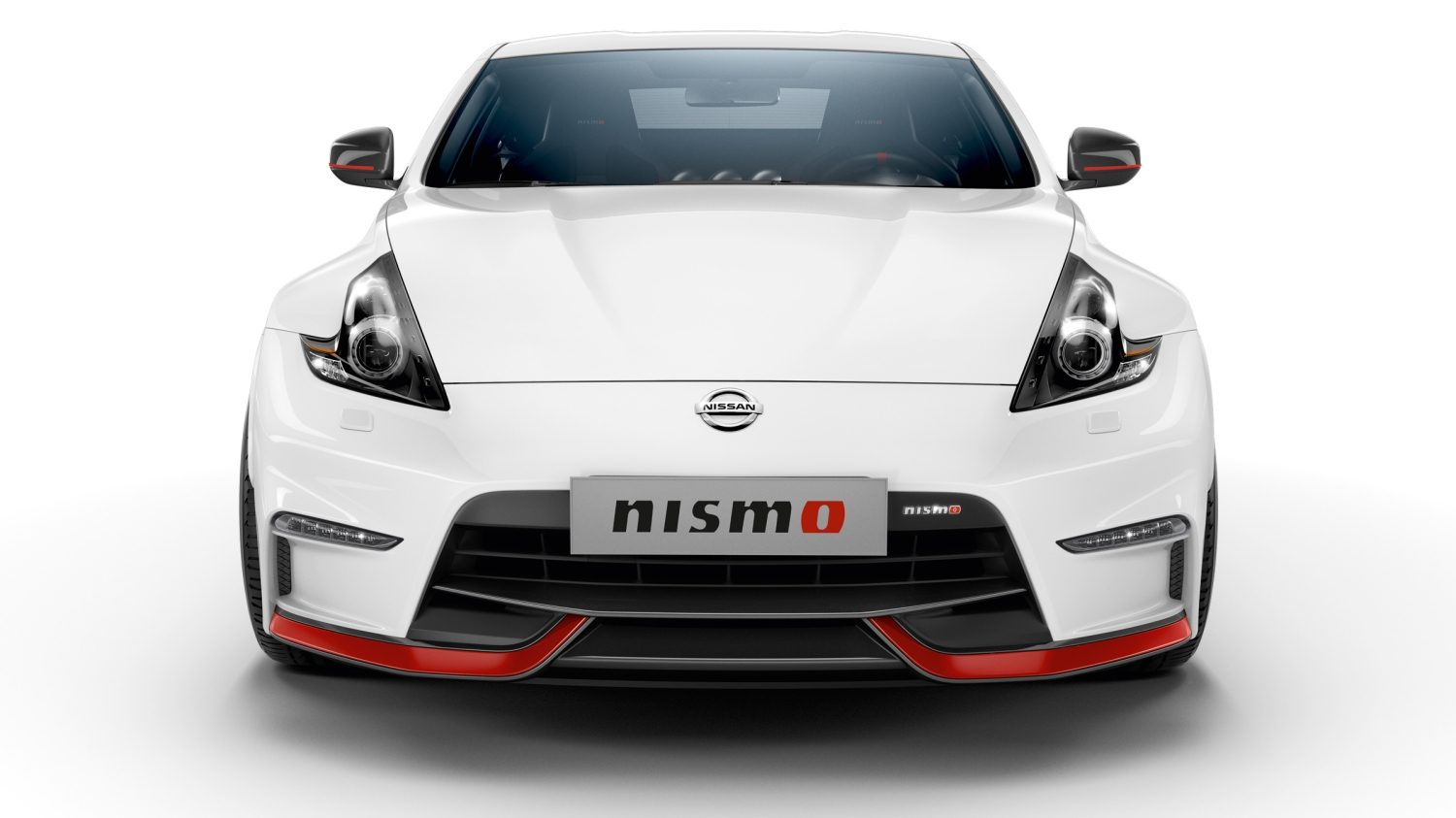 Nissan 370Z Coupe Pearl white – Set forfra