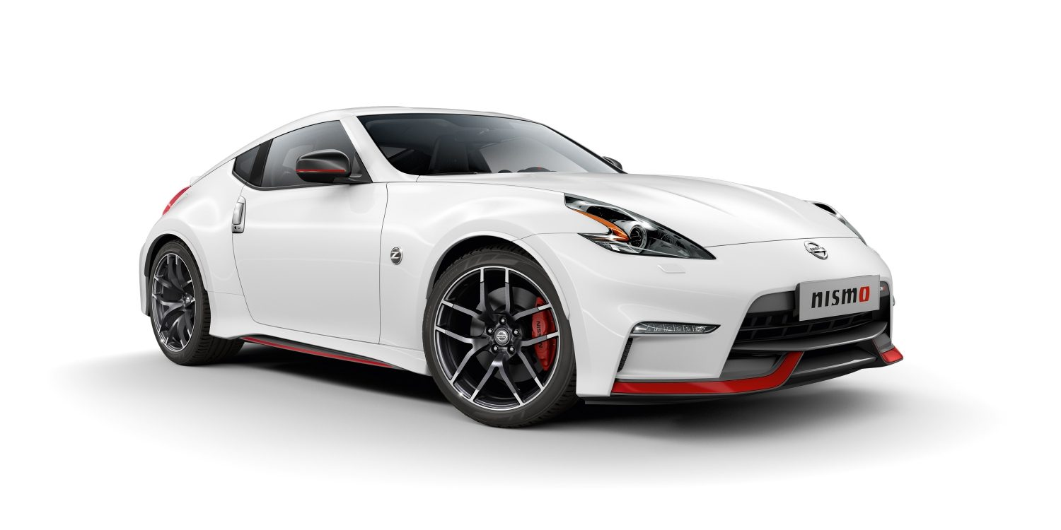 NISSAN 370Z COUPÉ Brilliant White – Vue de 3/4 avant