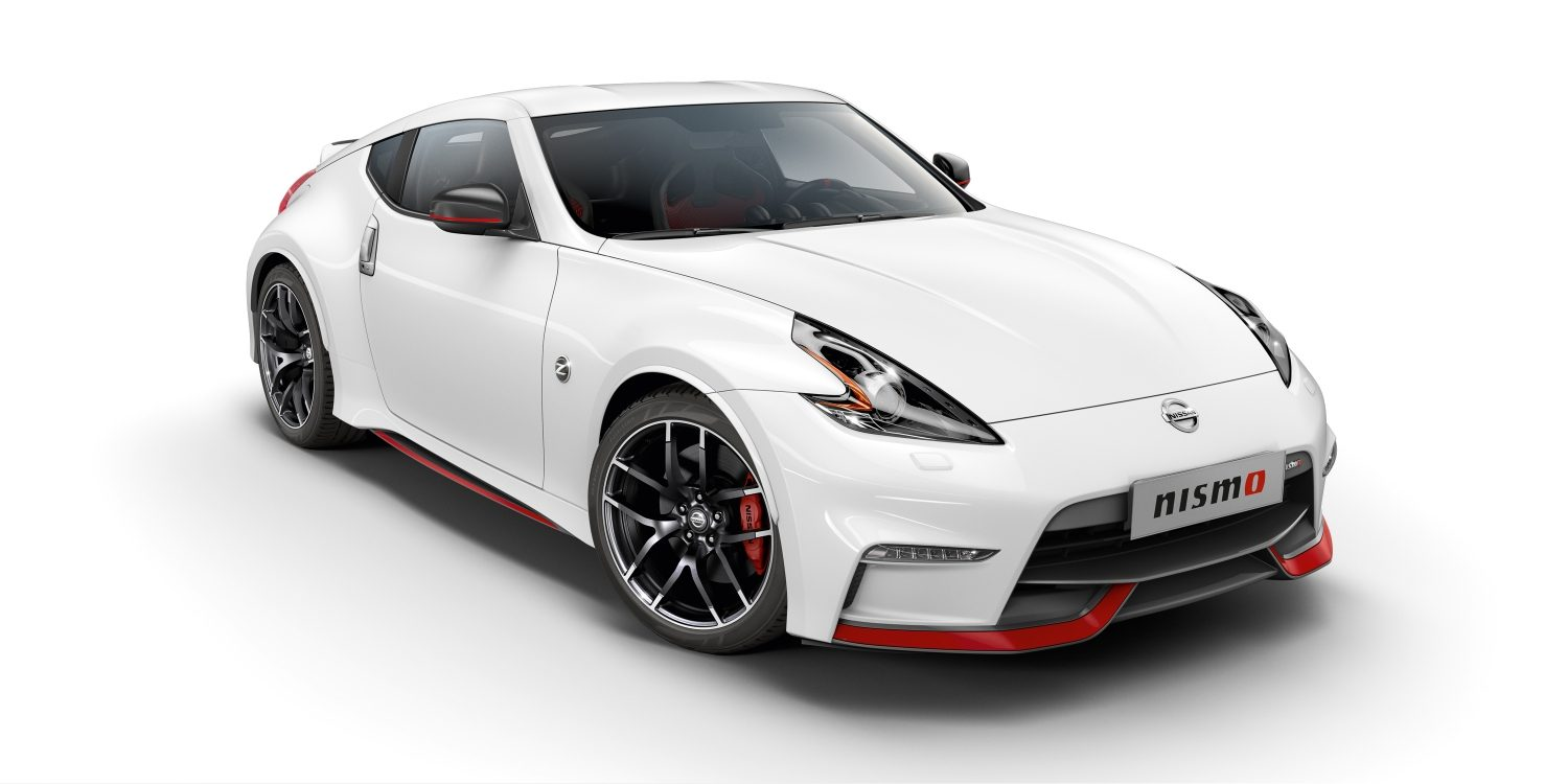 NISSAN 370Z COUPÉ Brilliant White – Vue de 7/8 avant