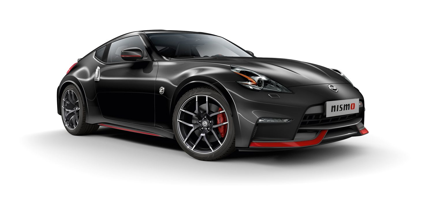 Nissan 370Z COUPÉ Metallic Black - Vista frontale di 7/8