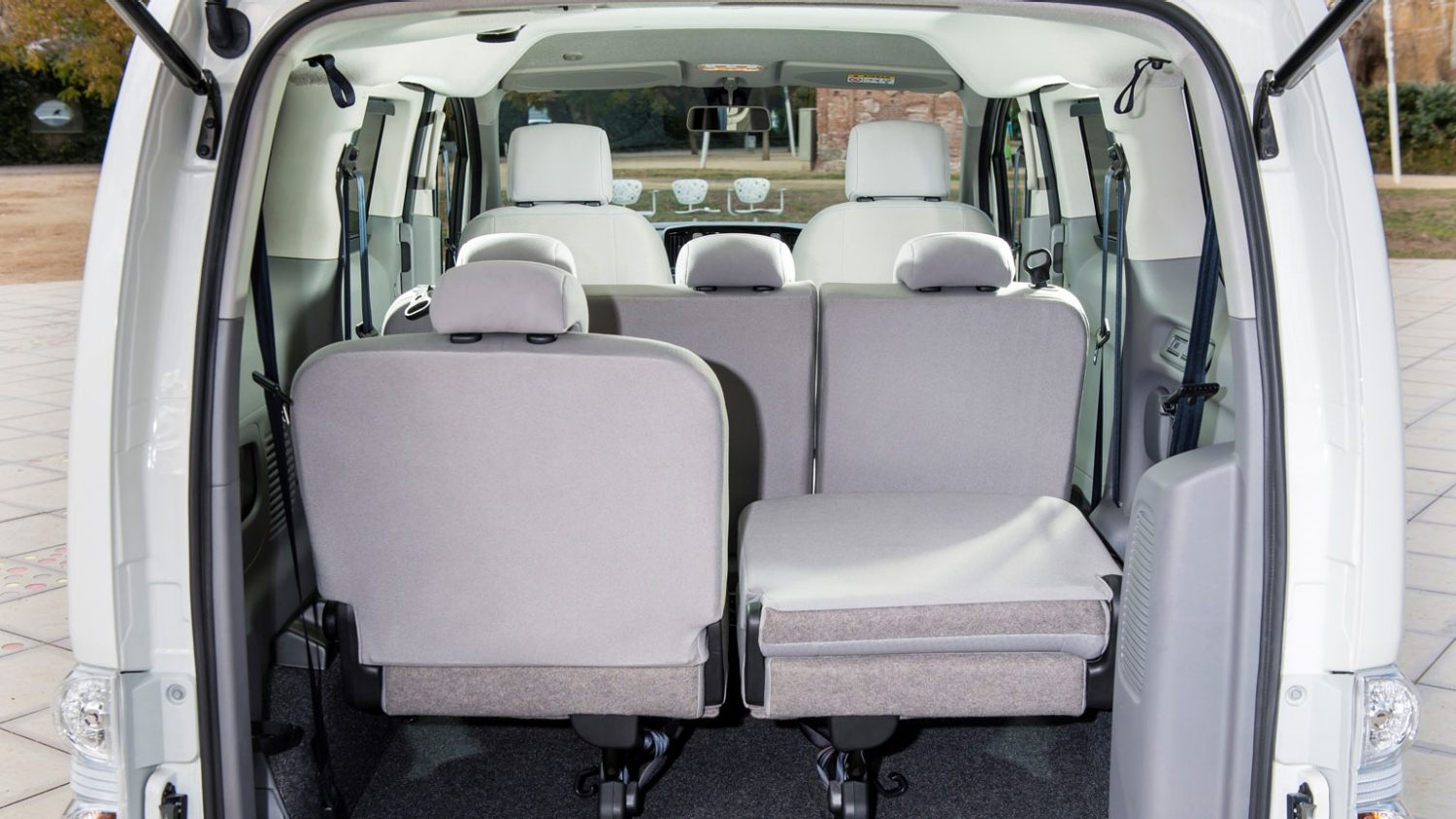 quipements nissan e nv200 evalia nissan. Black Bedroom Furniture Sets. Home Design Ideas