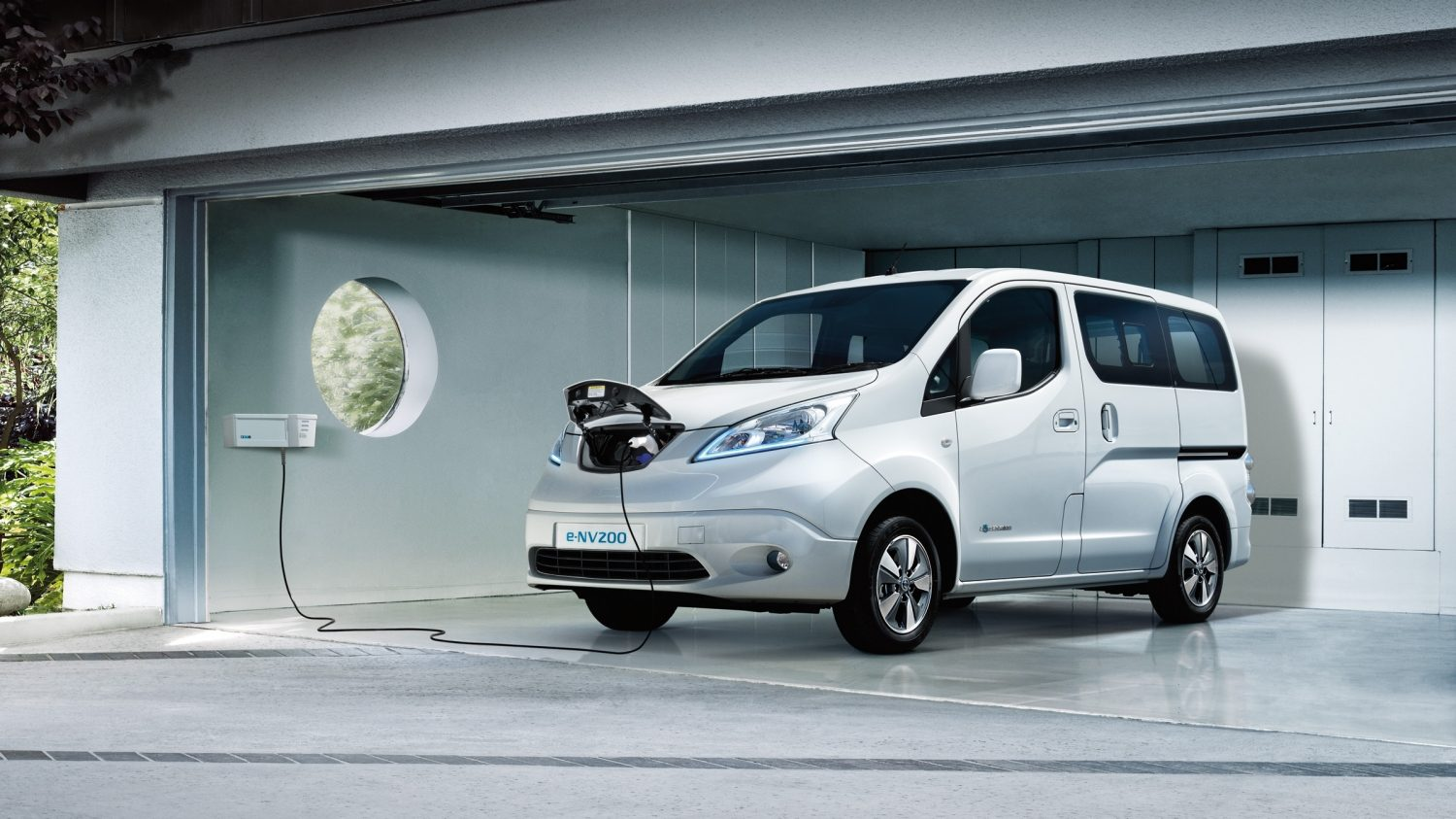 Nissan e-NV200 EVALIA - Laadt in een garage