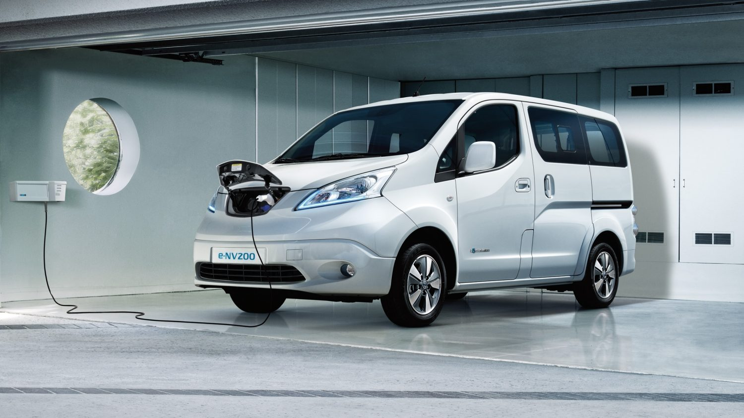 Nissan e-NV200 EVALIA - Laden in de garage met thuislaadeenheid