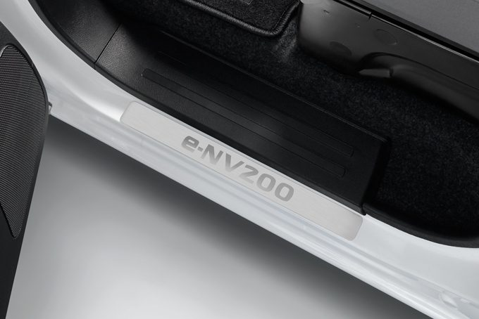 Nissan e-NV200 - Interior - Entry guards - Front