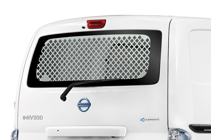 Nissan e-NV200 Evalia - Interior - Rear hatch door protection grille