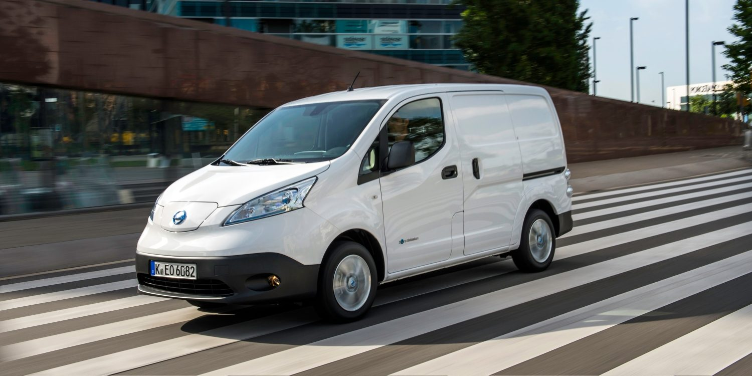 Nissan e-NV200 - Vista frontal 3/4 con conductor