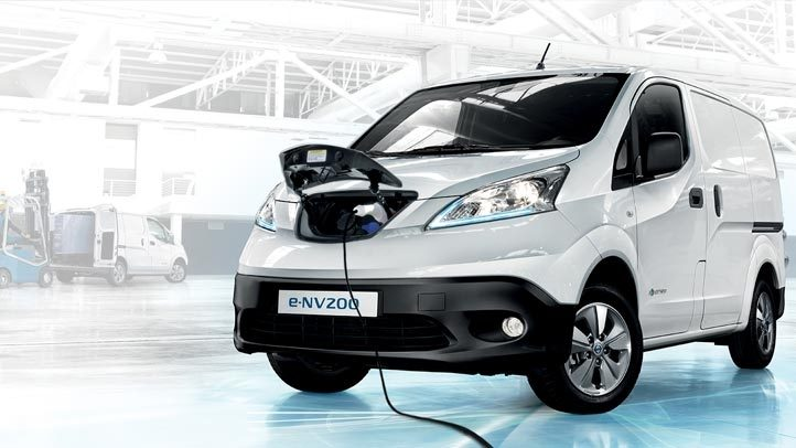 Nissan e-NV200 - Van charging front view