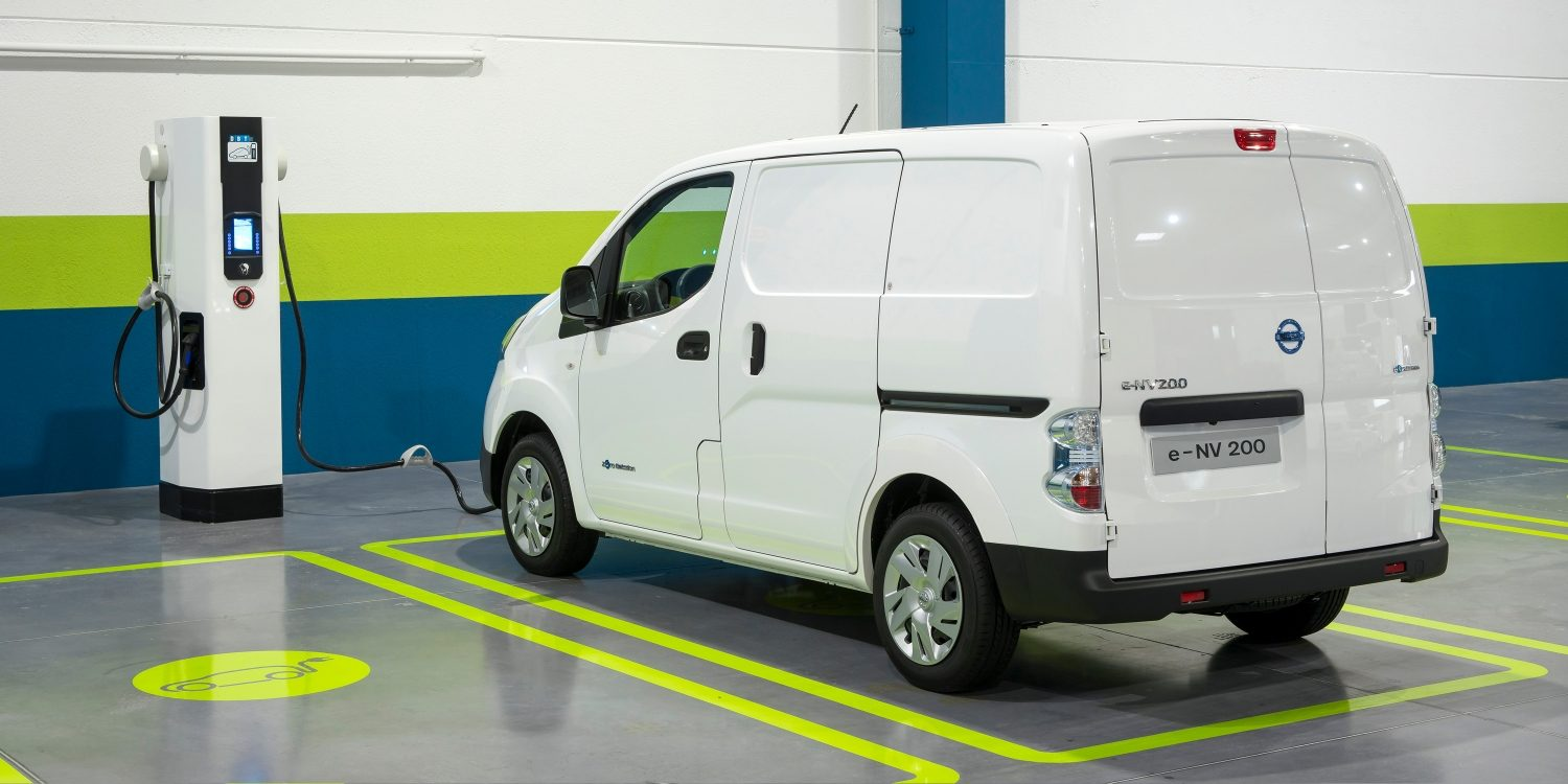 Nissan e-NV200 - Loading on a parking