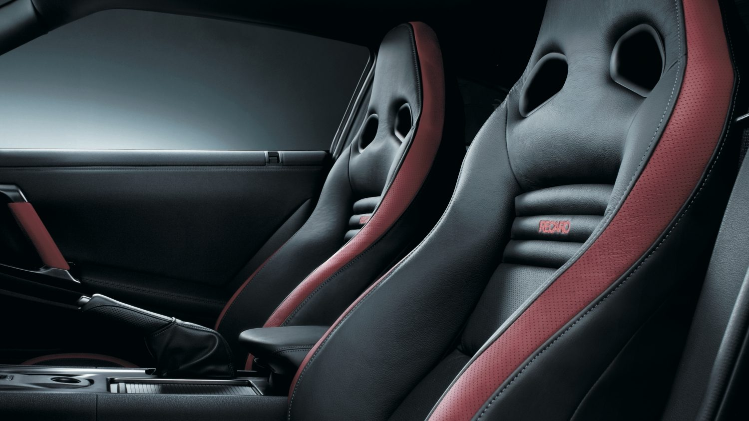 Nissan GT-R - Black red leather