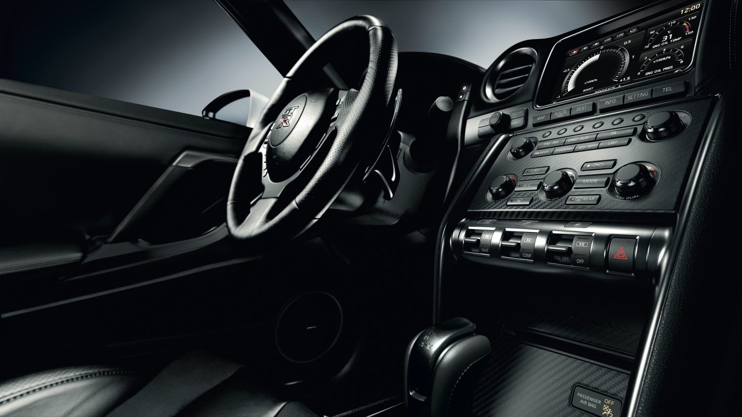 Nissan GT-R - Dashboard and Steering wheel