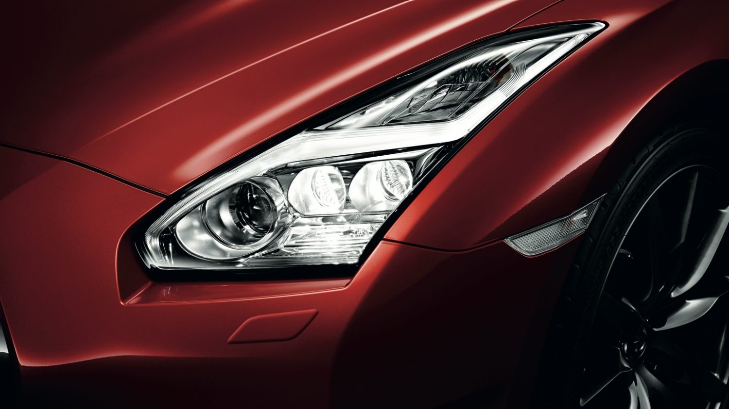 Nissan GT-R - Mulit-LED Headlamps