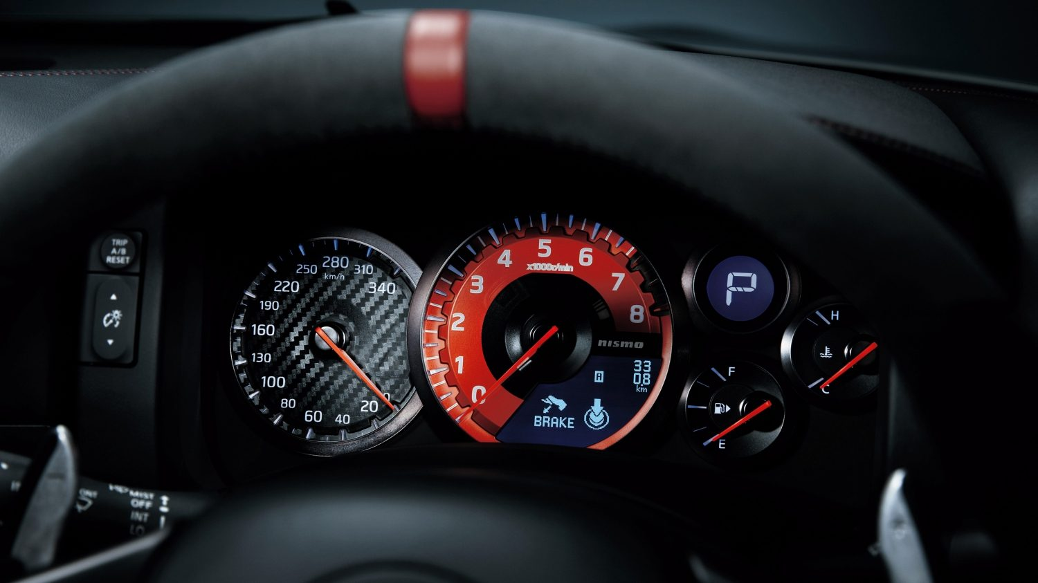 Nissan GT-R - Instrument panel