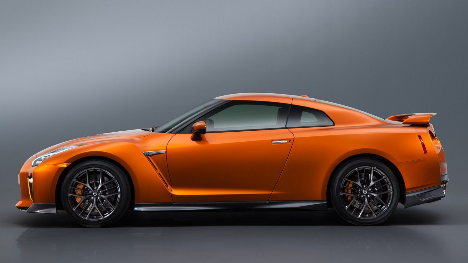 Nissan New GT-R side profile