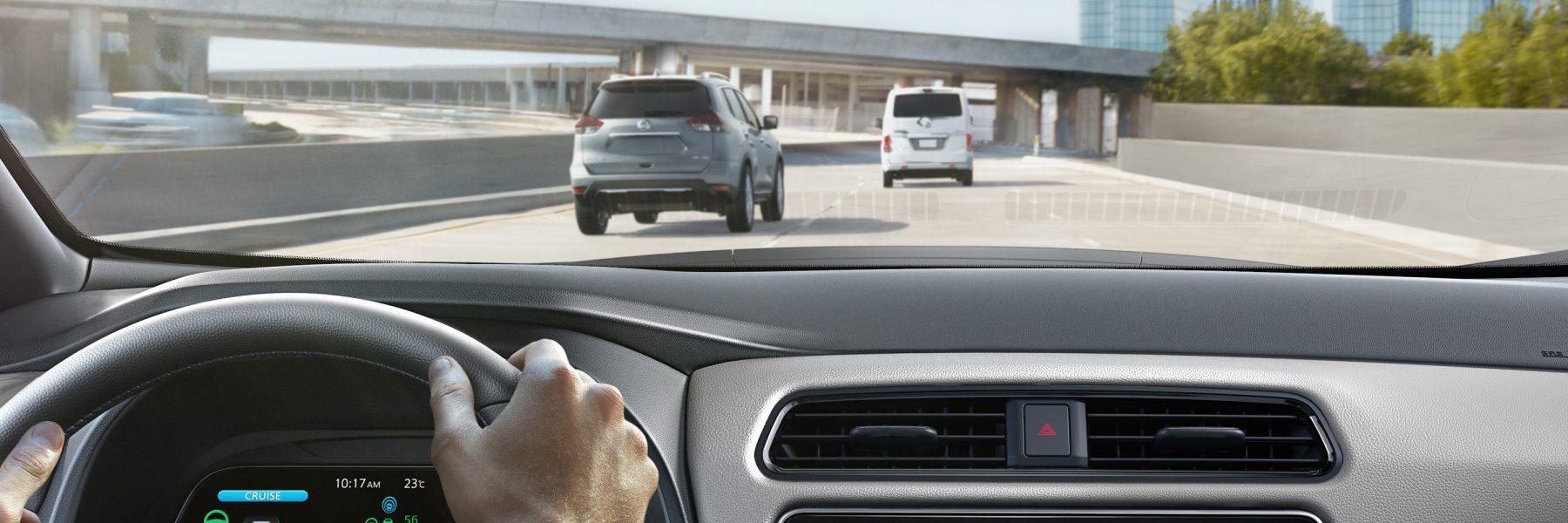 De nieuwe Nissan LEAF toont het blikveld van de bestuurder tijdens het rijden