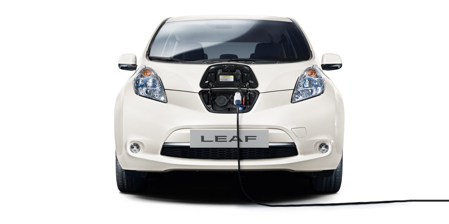 Nissan LEAF - Plug in and cable view