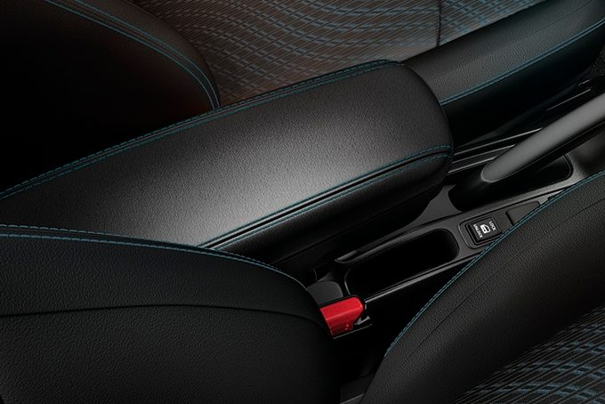 Nissan Note - Interior - Armrest with blue stitching