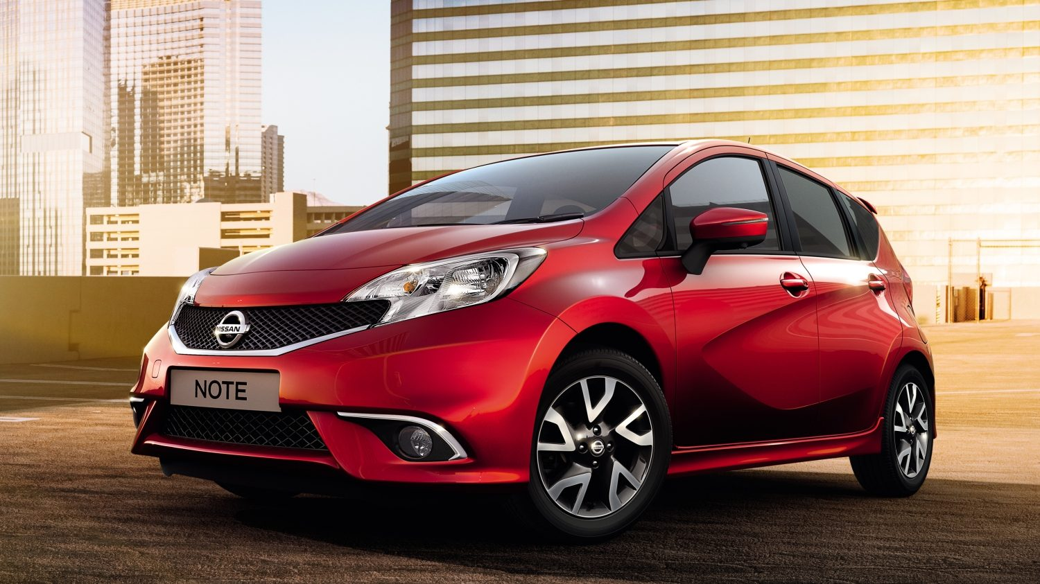 Nissan NOTE Magnetic Red - 3/4 vooraanzicht