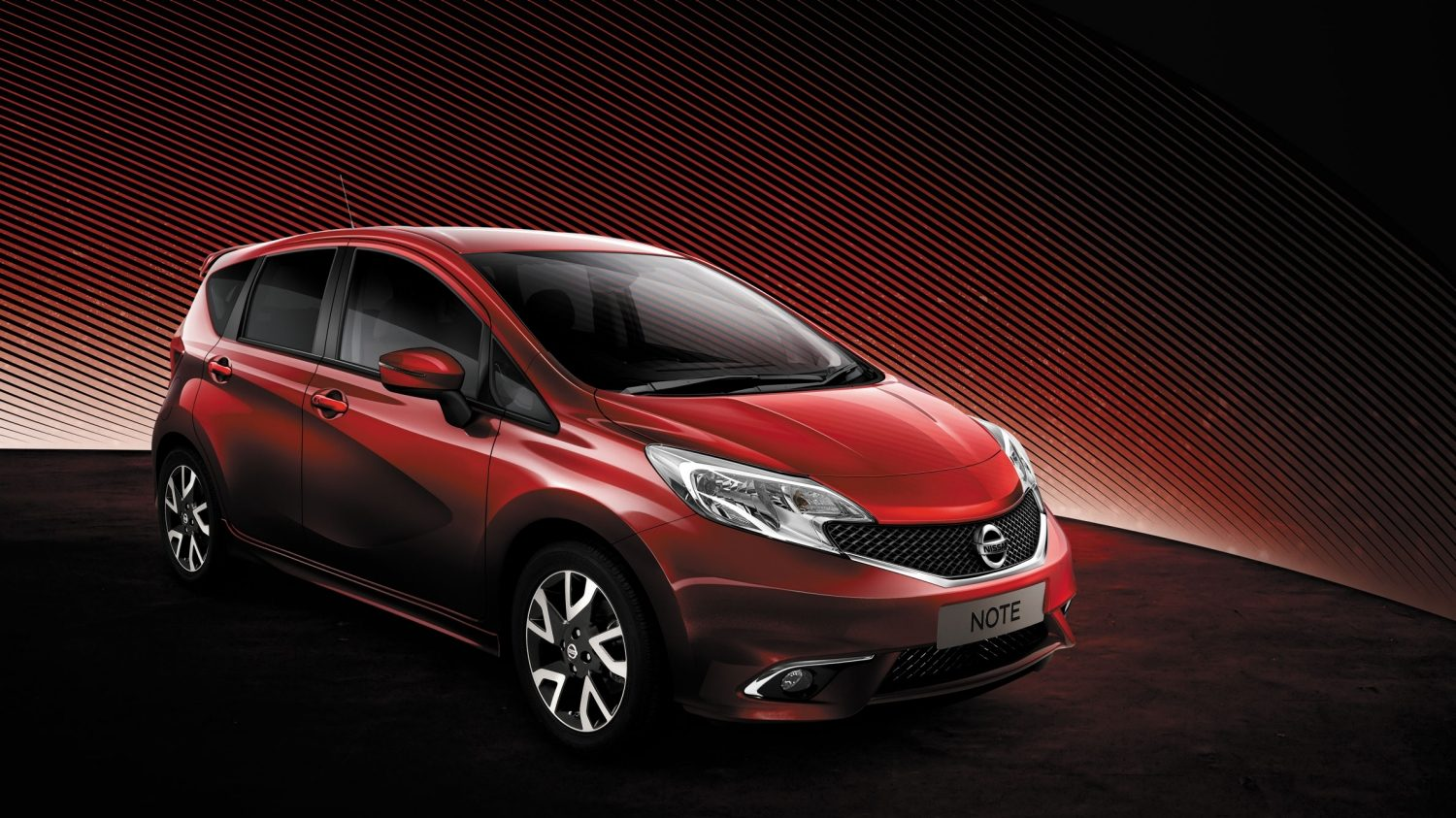 Nissan NOTE Magnetic Red - Dynamic Pack
