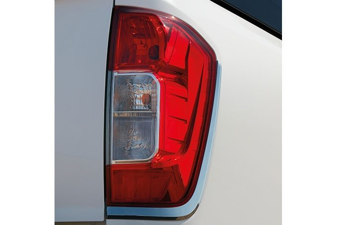 Nissan NP300 Navara Double Cab - Rear light finishers