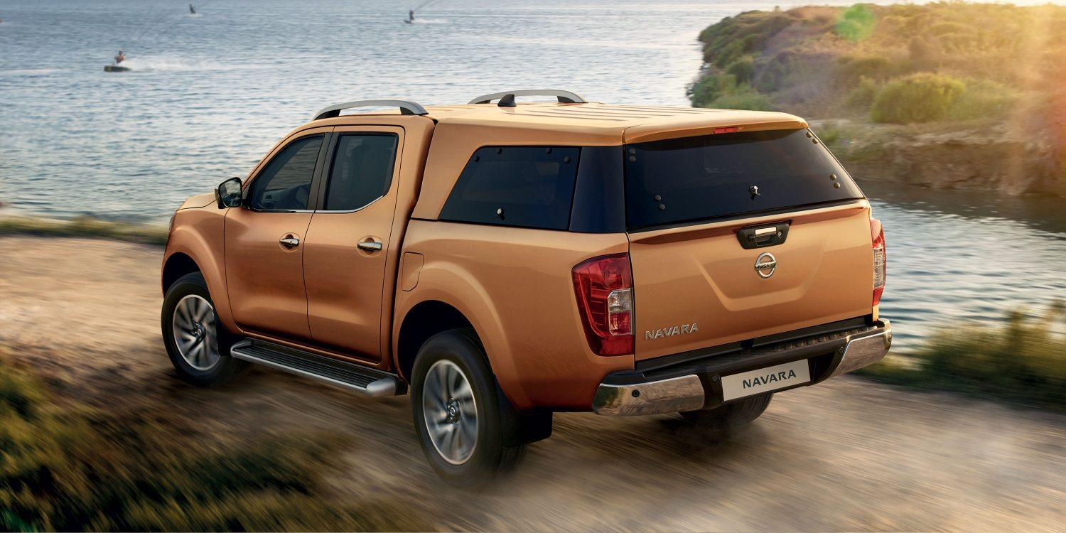 Pick up Nissan NAVARA Earth Bronze - Vista estática frontal 3/4