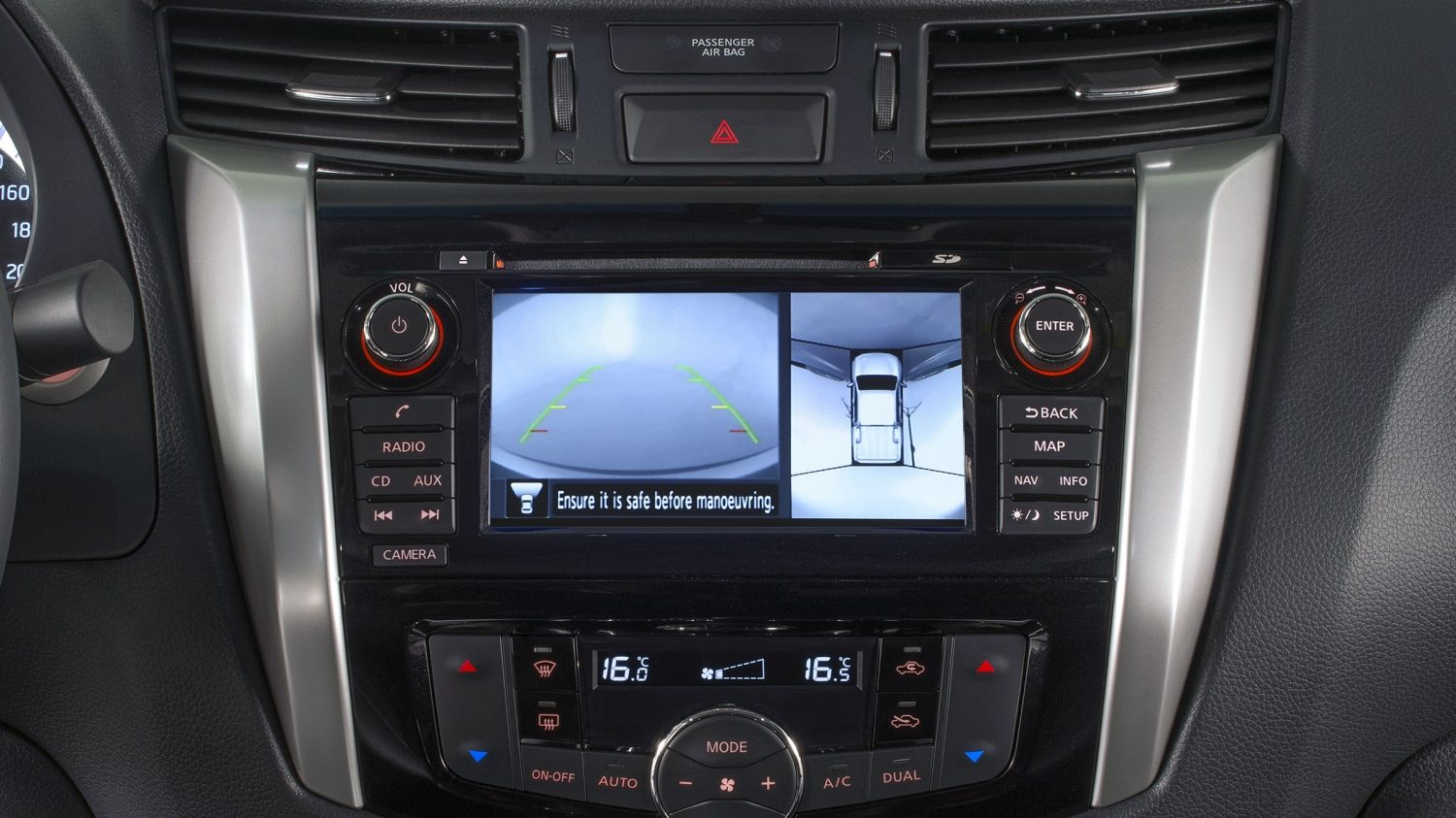 Navara special version technology: Around View Mirror (AVM)