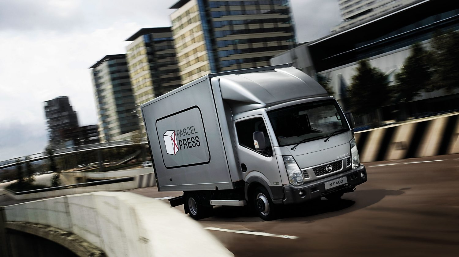 Nissan NT400 | Chassis cab on the road