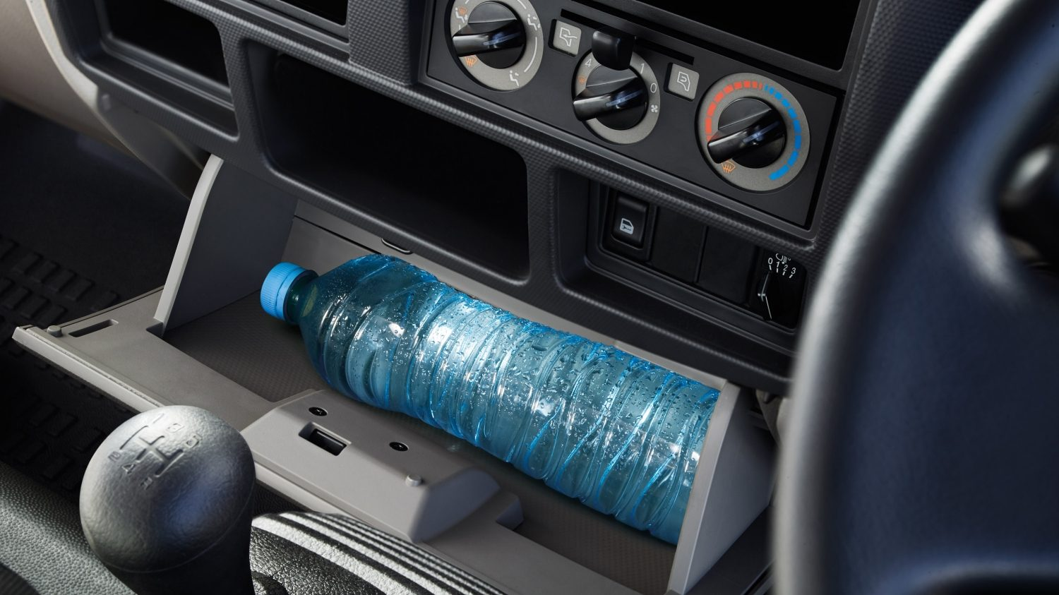 Nissan NT400 Cabstar - Bottle compartment