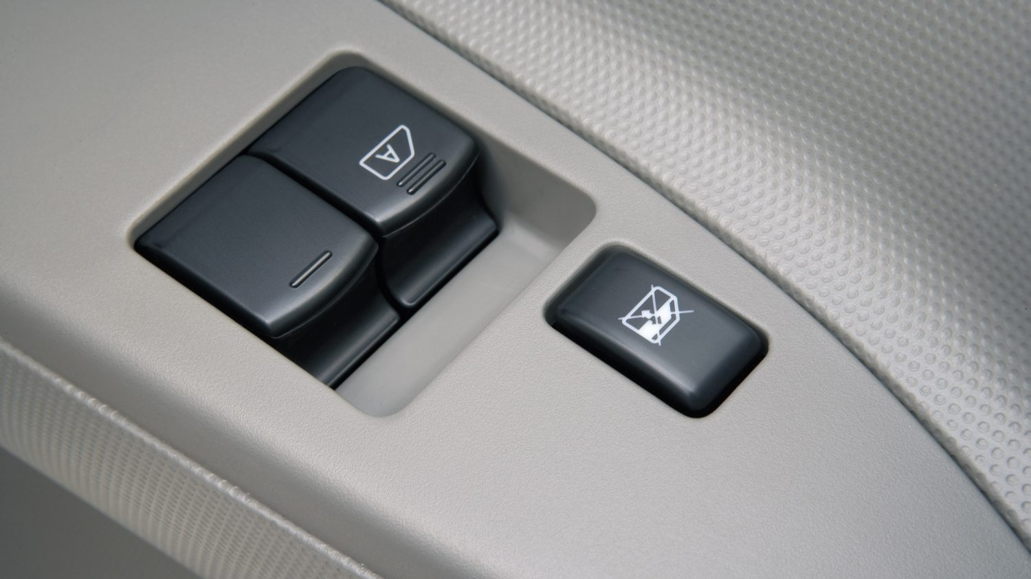 Nissan NT400 - One-touch control for electric front windows