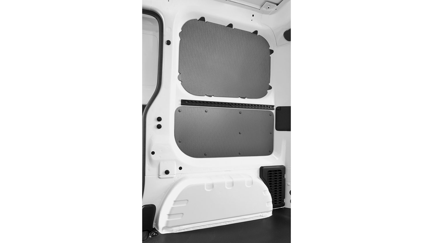 Nissan NV200 - Interior - Rear panel plastic protection