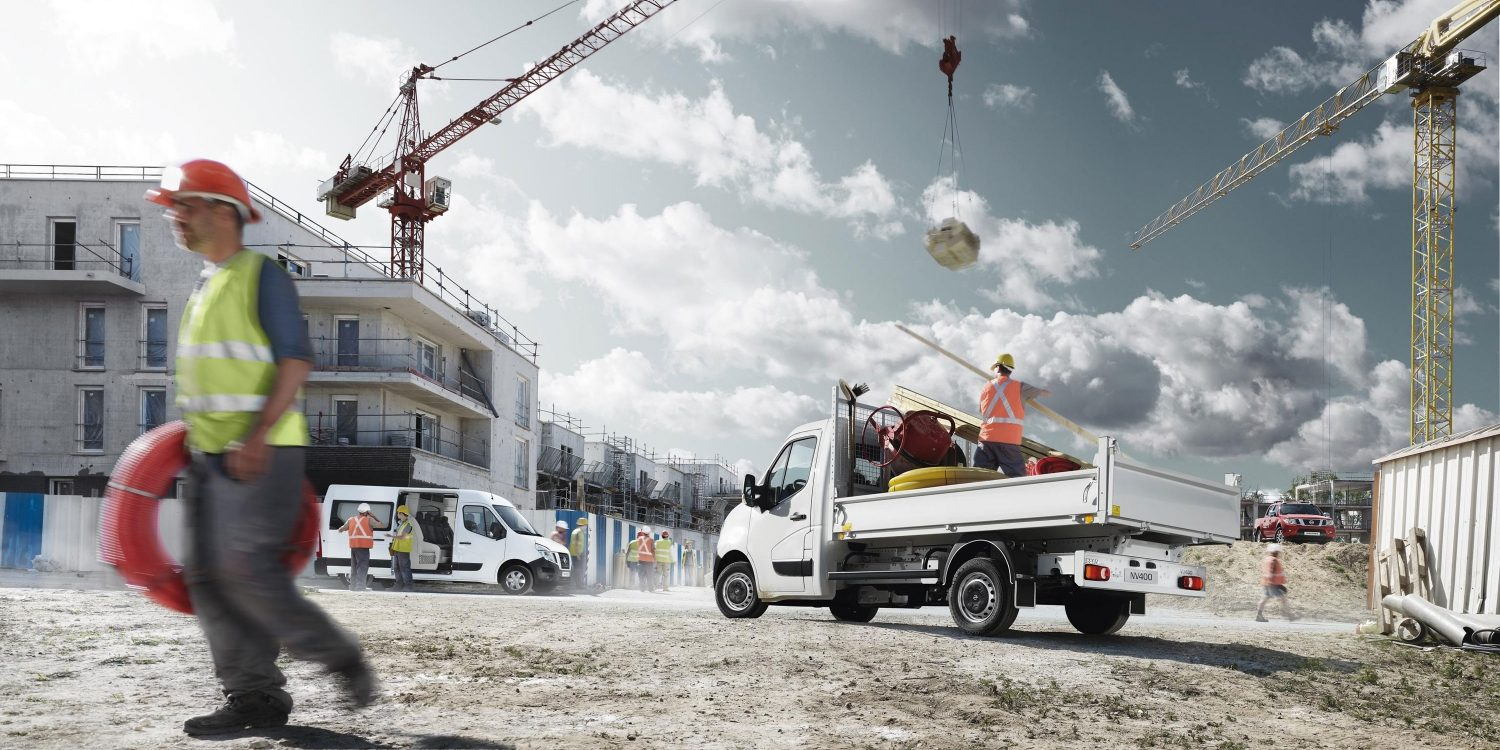NISSAN NV400 – Fourgon Ice White sur un chantier