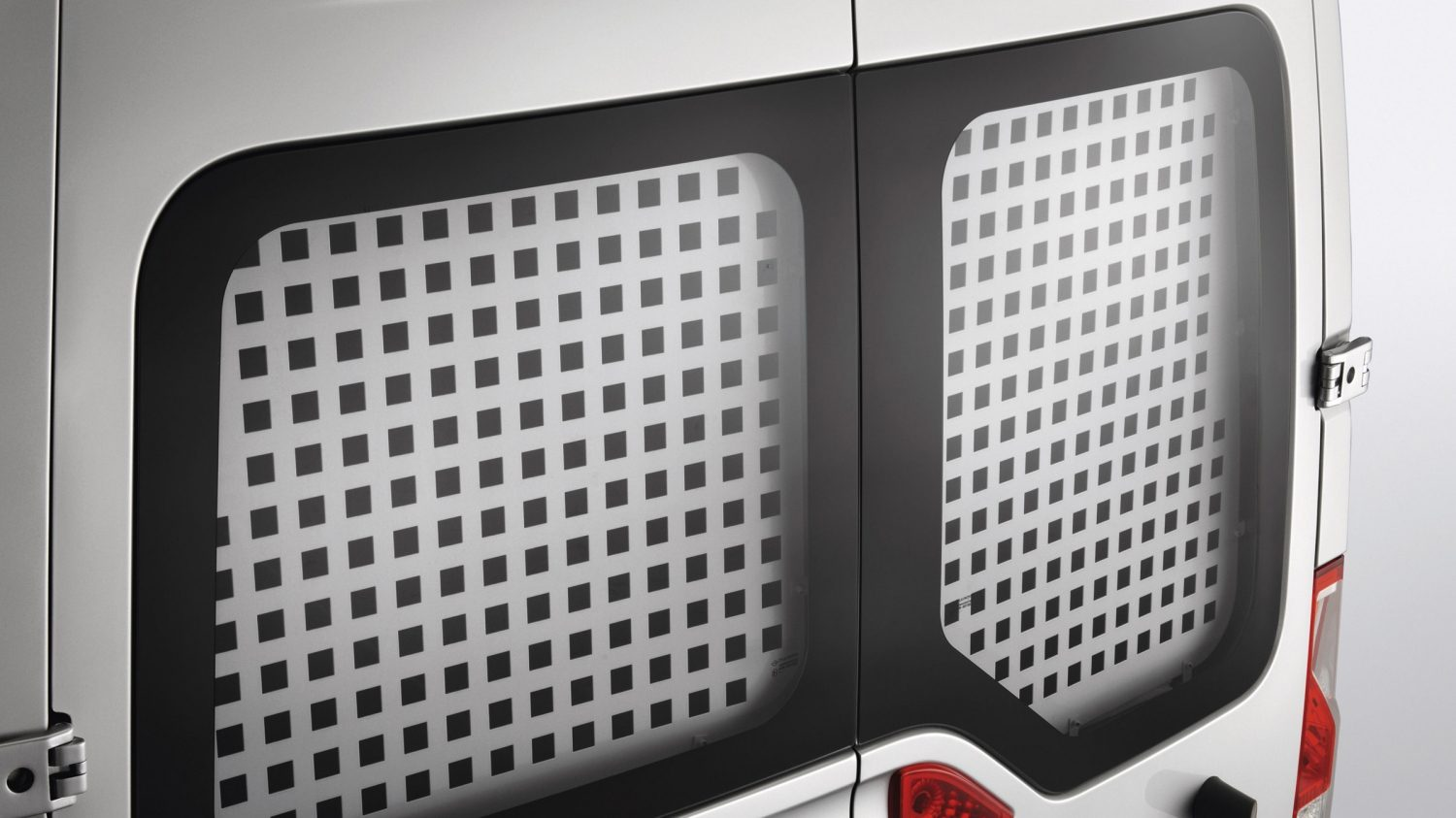 Nissan NV400 - Grilles for the back windows
