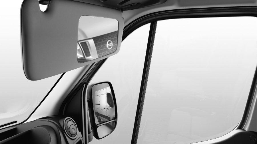 Nissan NV400 - Brede spiegel op zonneklep van passagier