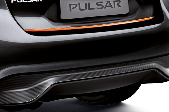 Nissan Pulsar hatchback - Trunk lower finisher