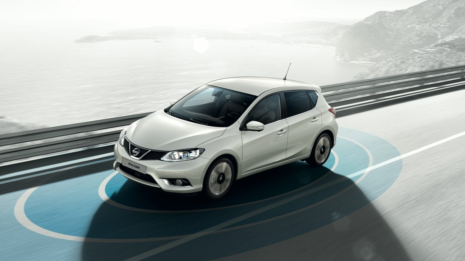 Berline Nissan PULSAR - Vue 7/8 avec cercles Safety Shield