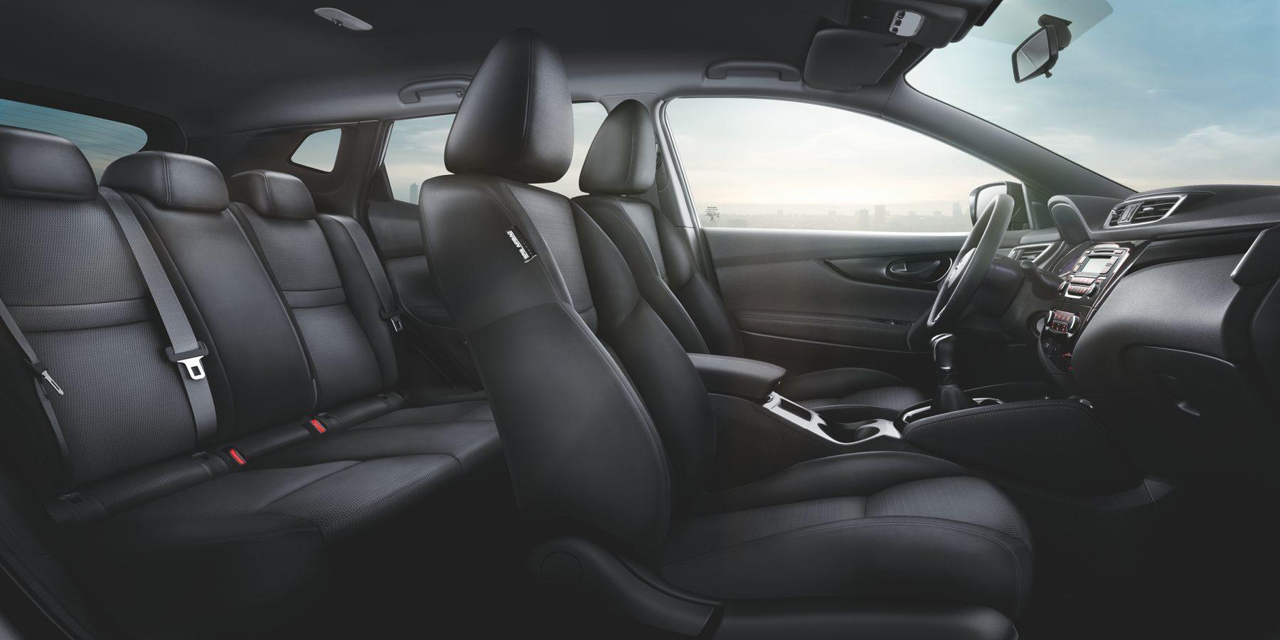 Nissan QASHQAI, салон крупным планом — отделка из черной ткани