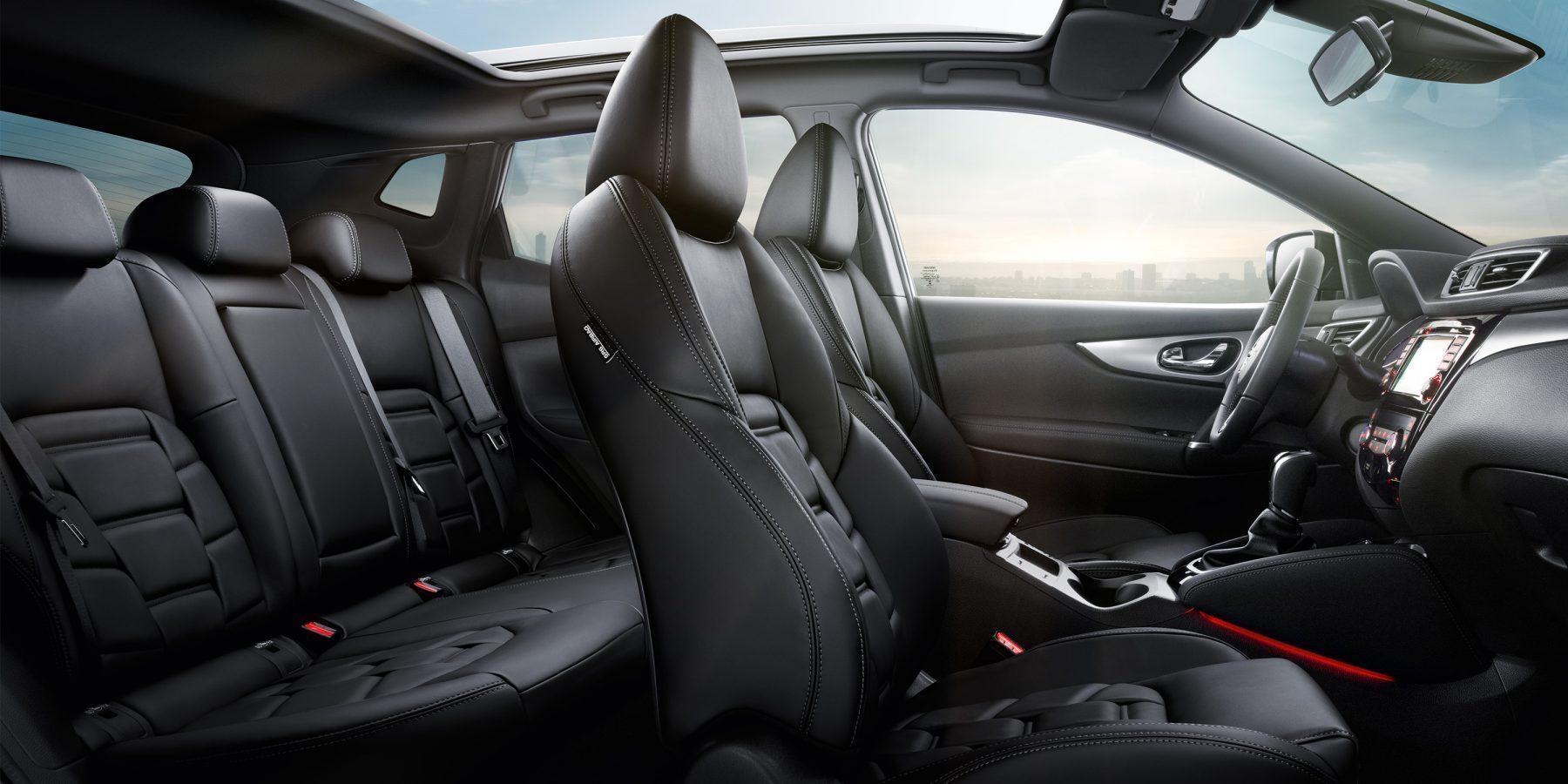 Nissan QASHQAI, салон крупным планом — сиденья в едином стиле с отделкой из черной дубленой кожи премиум-класса