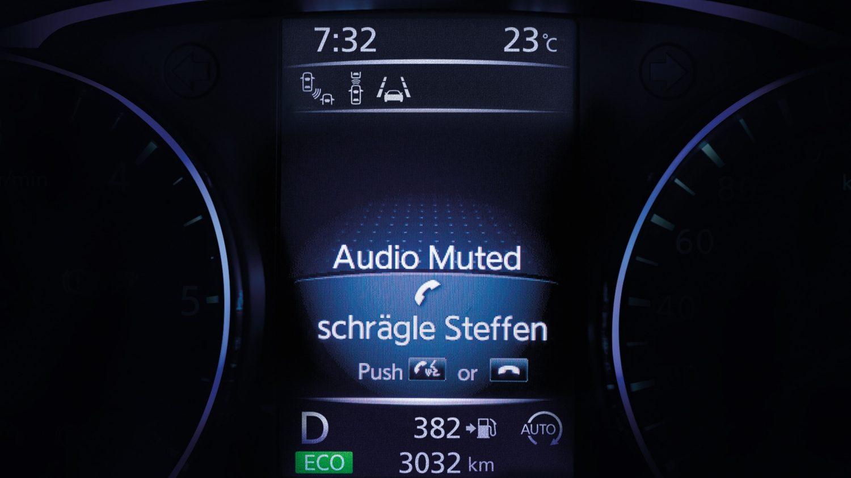 ЖК-экран определителя входящих вызовов в Nissan QASHQAI