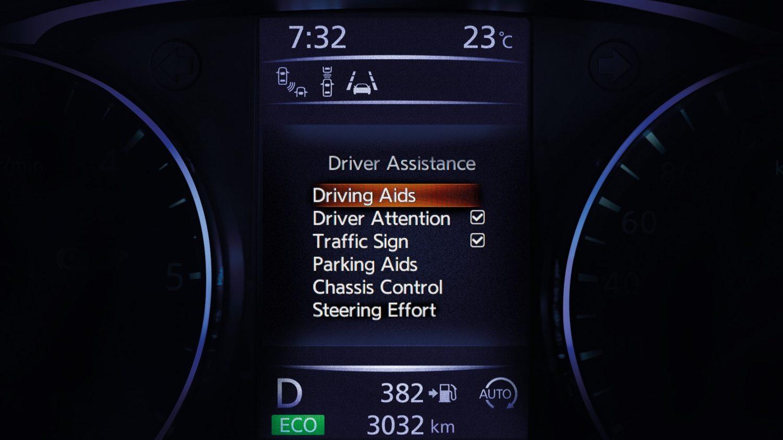 ЖК-экран помощи в управлении Nissan QASHQAI