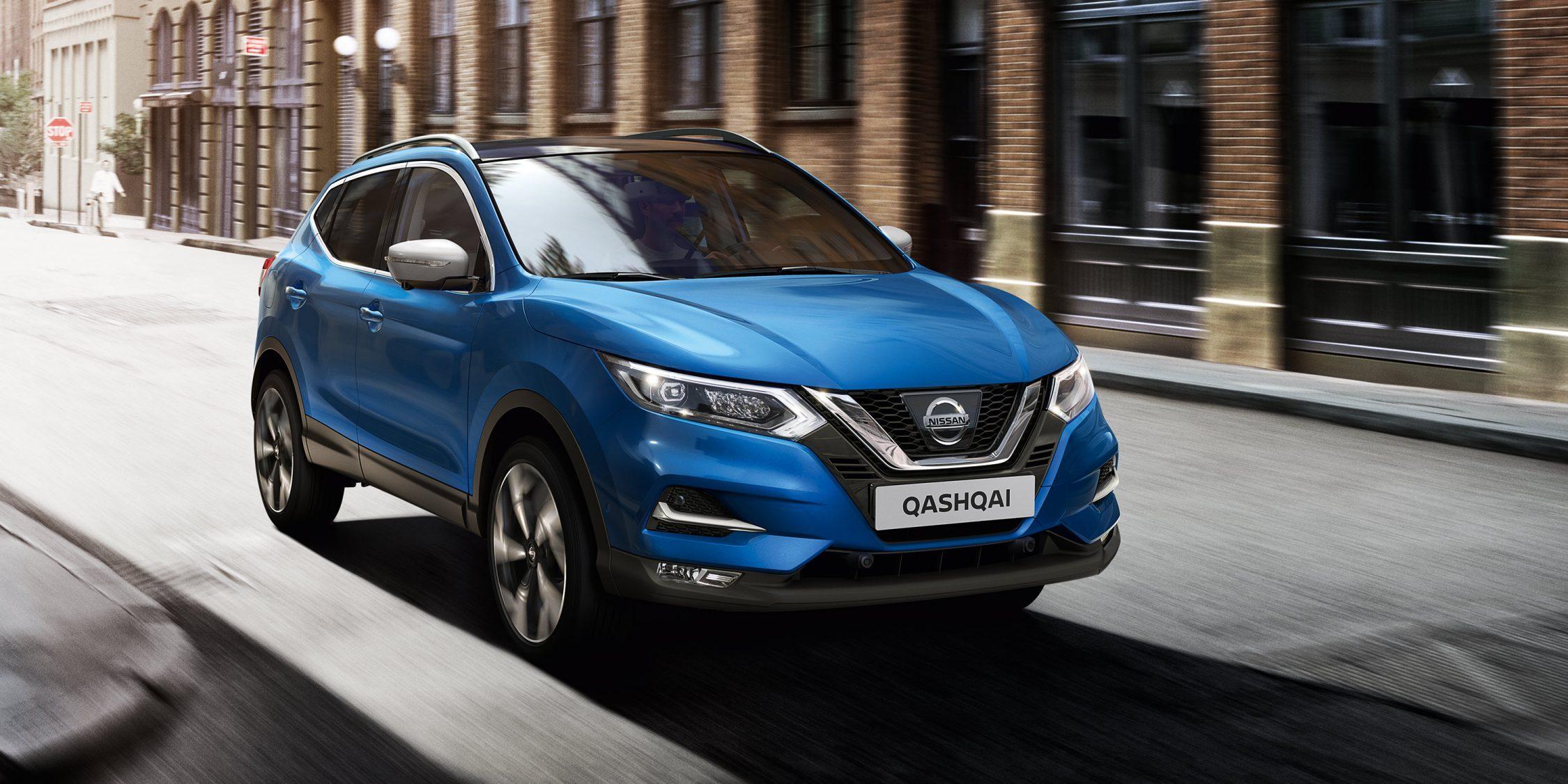 Nissan QASHQAI rijdend 3/4-vooraanzicht