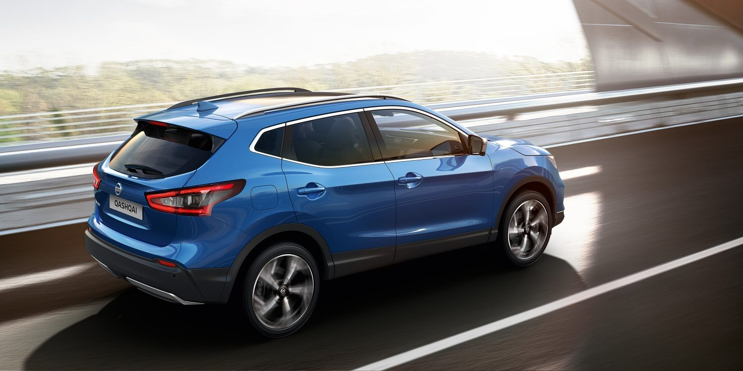 Immagine posteriore Nissan QASHQAI in movimento