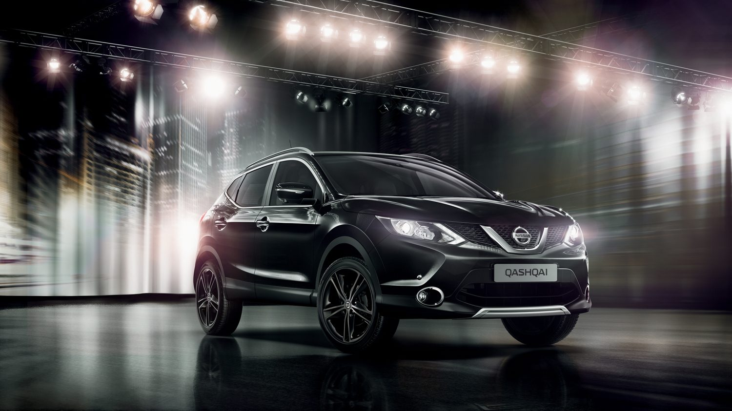 Qashqai Black Edition's exterior with black alloys and front and rear styling plates.