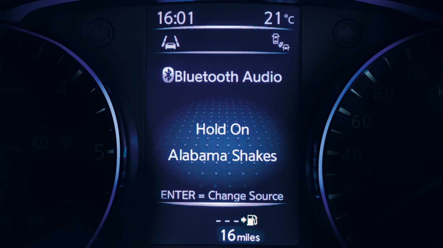 Small SUV features - Bluetooth Display | Nissan Qashqai