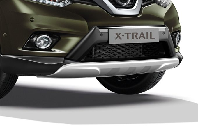 Nissan X-Trail - Exterior - Front over rider