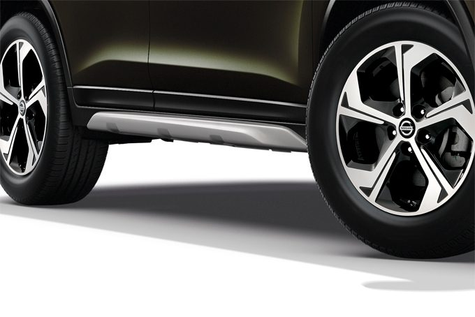 Nissan X-Trail - Exterior - Side styling plate