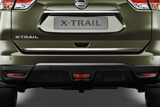 Nissan X-Trail - Styling - Trunk lower finisher chrome