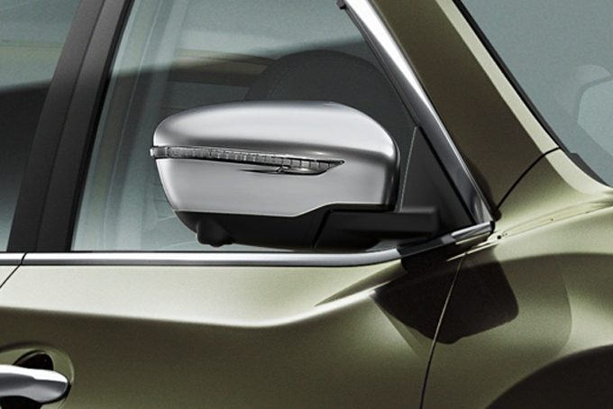 Nissan X-Trail - Styling - Mirror caps ice chrome
